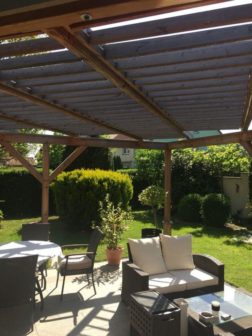 Terrasse-überdacht-mit-Lamellen