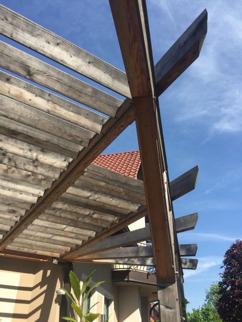 Terrasse-mit-Sonnenschutzlamellen-Lärche (14)