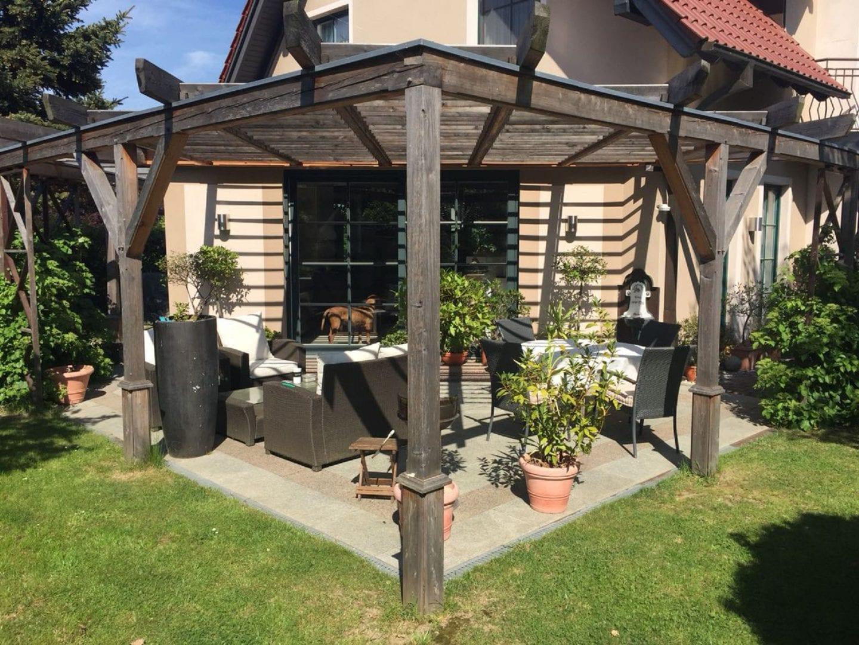 ecksaeule-einer-terrassenueberdachung