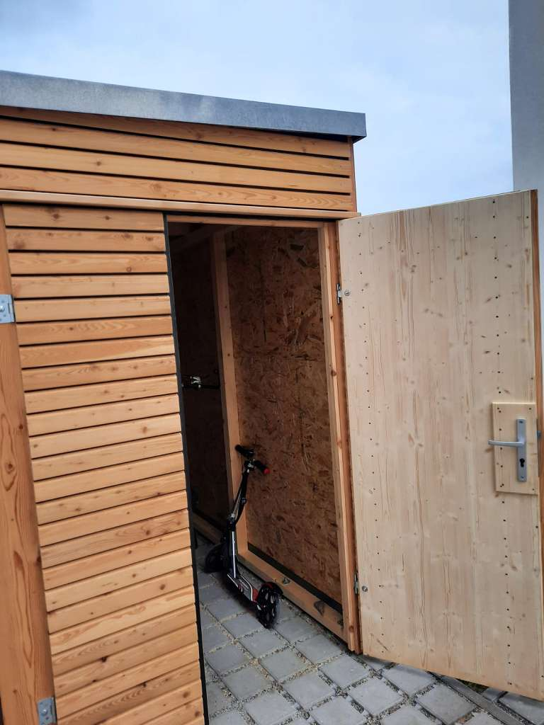 Gerätehaus zweite Tür offen