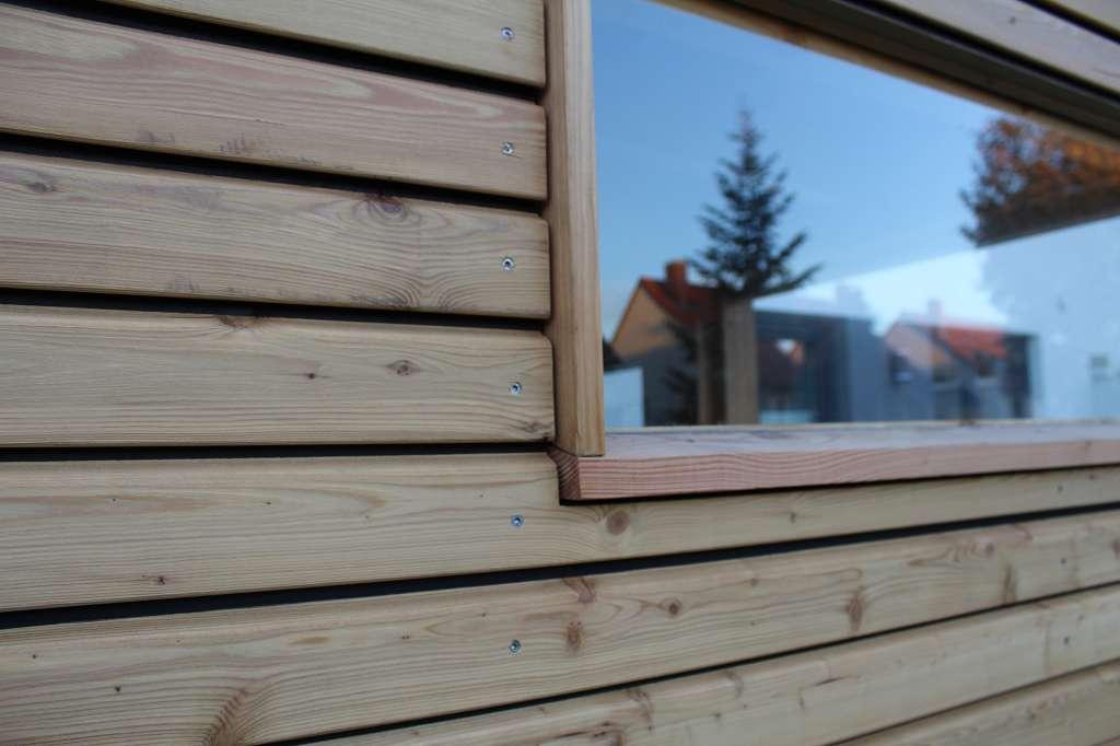 Gerätehaus Nahaufnahme vom Fenster